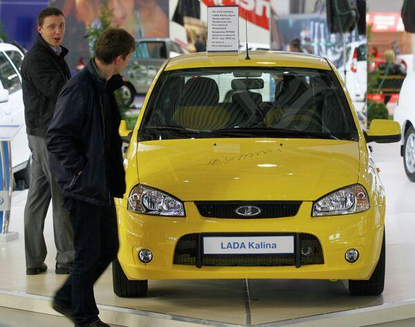 Автомобиль Lada Kalina Sport, на котором В.Путин проехал по трассе Амур, представлен на стенде АвтоВАЗа на Московском автосалоне. Архив