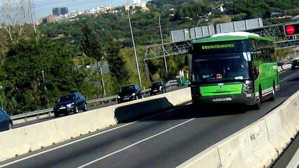 Один из курсирующих в пригородах Мадрида автобус