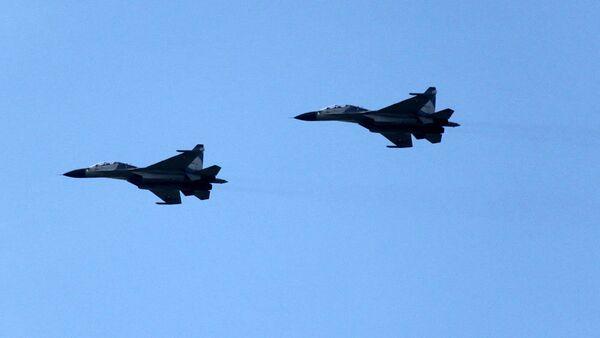Демонстрационный полет двух Су-30МК2. Архив