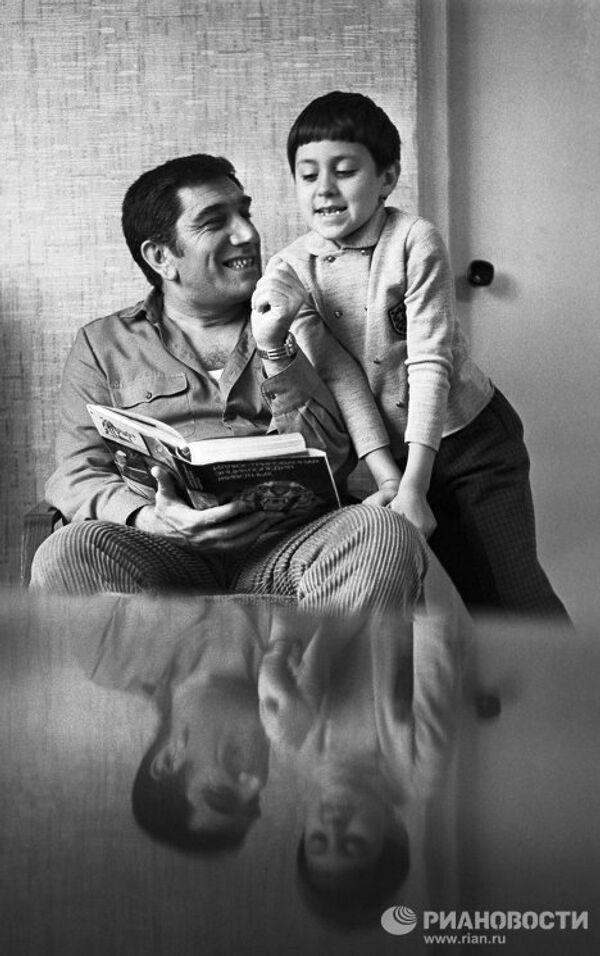 Армен Джигарханян с сыном