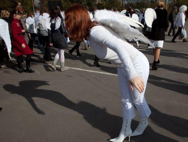 Танец ангелов на церемонии установки купола Cirque du Soleil