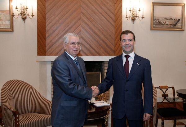 Президент РФ Дмитрий Медведев и председатель Совета нации Алжира Абделькадер Бенсалах