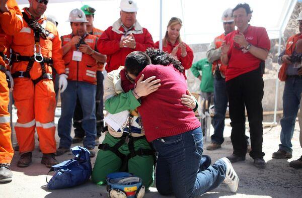 Спасатели вызволили всех 33 шахтеров в Чили