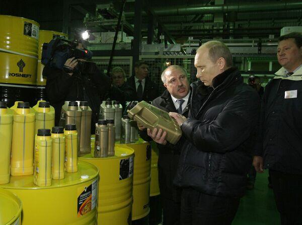 Премьер-министр РФ Владимир Путин посетил ОАО Новокуйбышевский завод масел и присадок