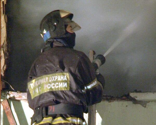 Пожар уничтожил старое двухэтажное здание в центре столицы