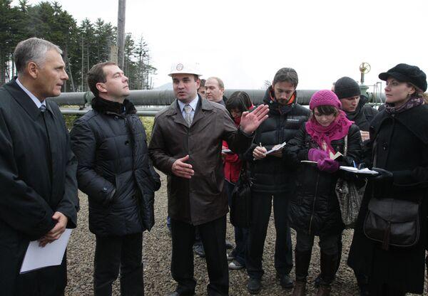 Президент РФ Д.Медведев посетил геотермальную станцию на остров Кунашир