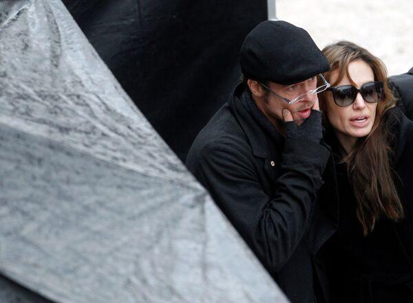 Брэд Питт и Анджелина Джоли на съемках фильма Будапеште