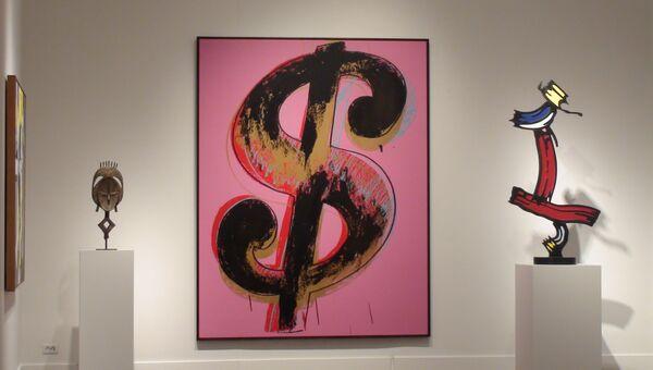Энди Уорхола любил доллары, в том числе как объект искусства. Архивное фото
