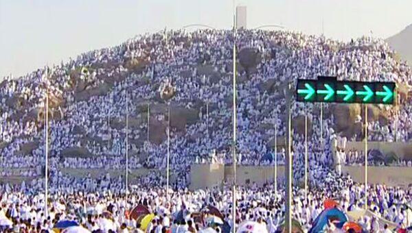 Три миллиона мусульман-паломников совершили восхождение на гору Арафат