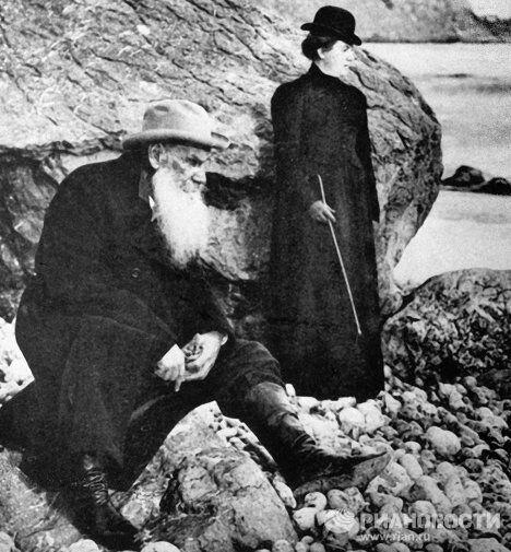 Писатель Лев Толстой с дочерью Александрой