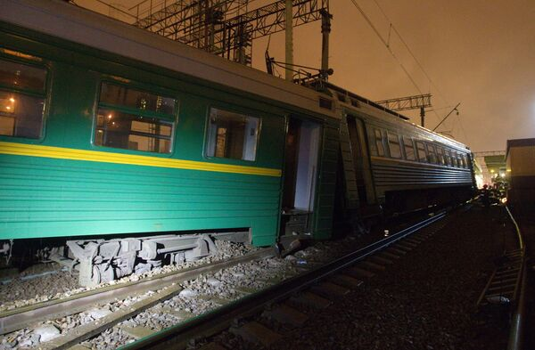 Два вагона электропоезда Тверь - Москва сошли с рельсов