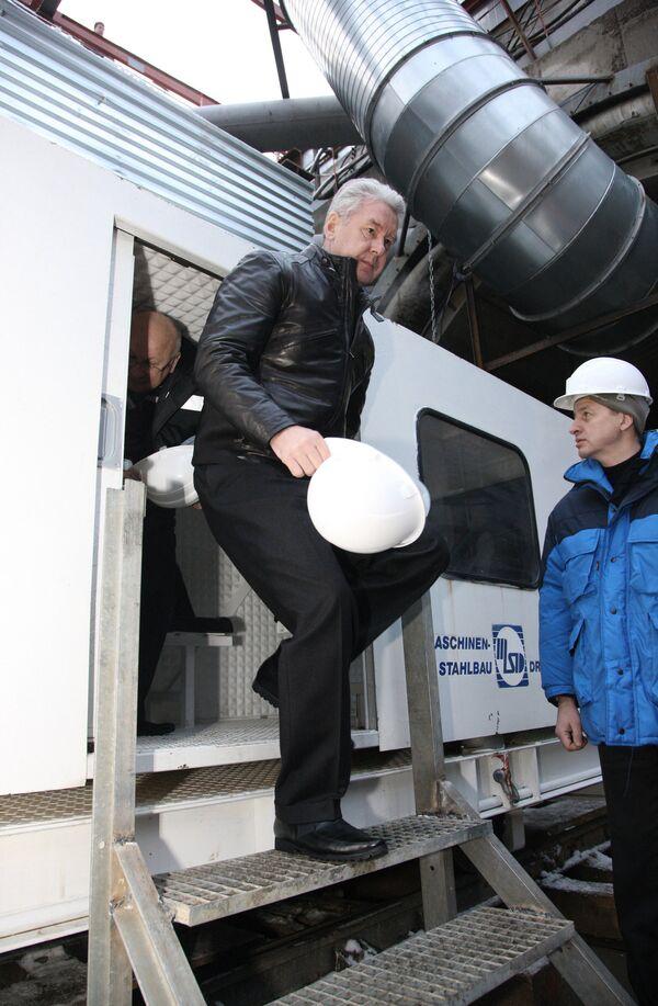 Мэр Москвы Сергей Собянин (слева) посетил строящуюся станцию метро Новокосино.