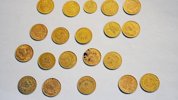 Золотые монеты . Архив