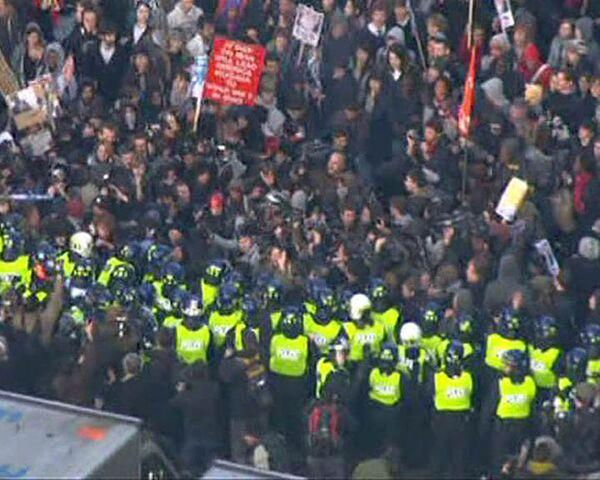Студенты громят улицы Лондона и жгут костры на остановках