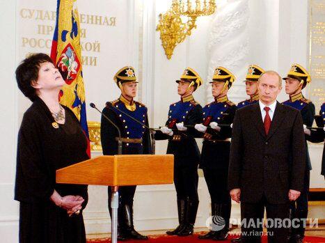 В.Путин и Б.Ахмадулина в Большом Кремлевском дворце
