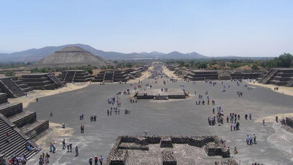 Теотиуакан - город где люди становятся богами.