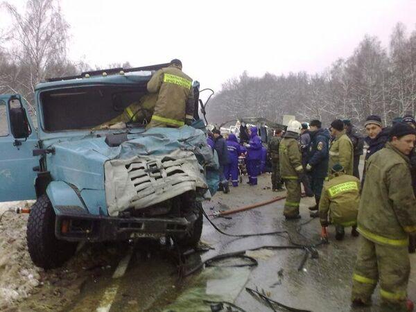 Столкновение маршрутного такси и грузовика в Тульской области
