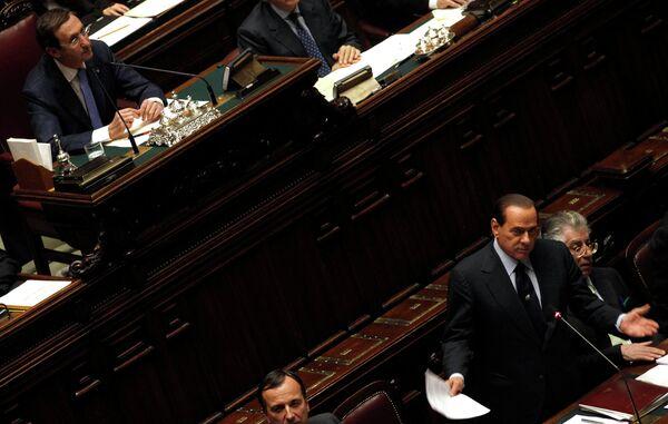 Сильвио Берлускони выступает в Палате депутатов Парламента Италии 13 декабря 2010 г.
