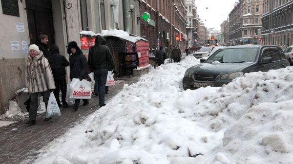 Сугробы на улицах Санкт-Петербурга