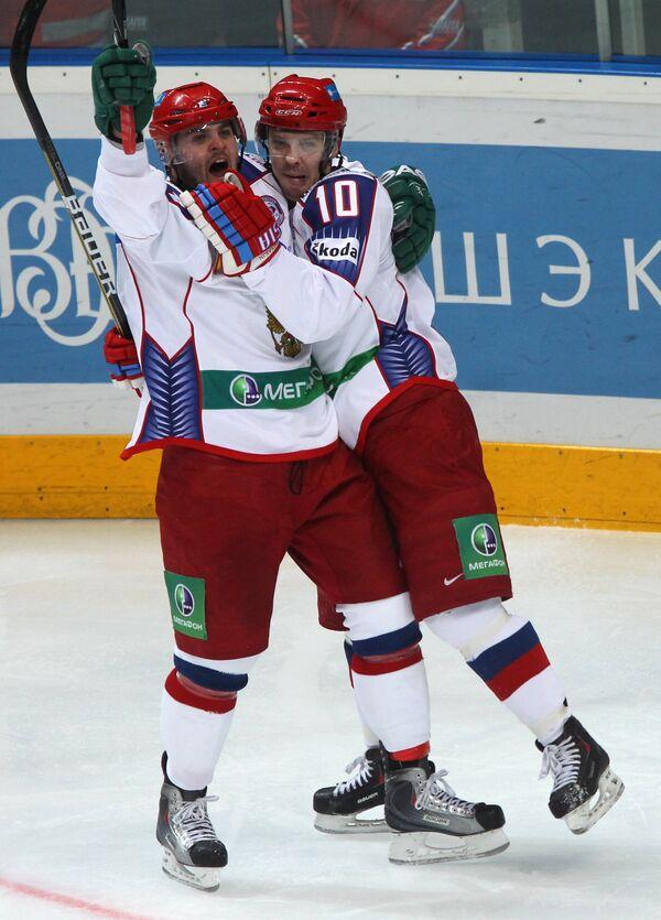 Александр Радулов (слева) и Сергей Мозякин
