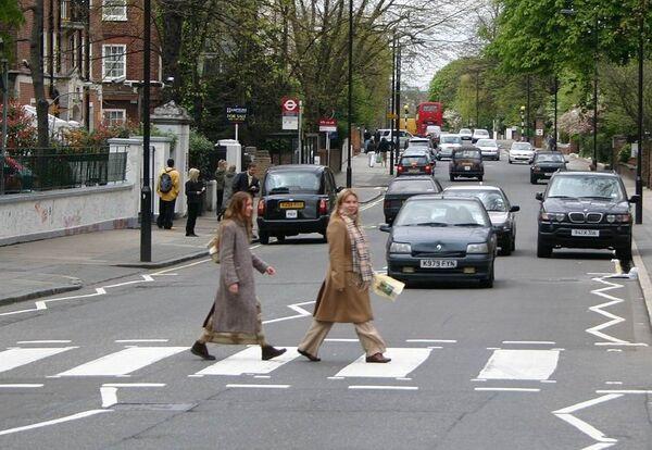 Зебра перед студией Abbey Road в Лондоне