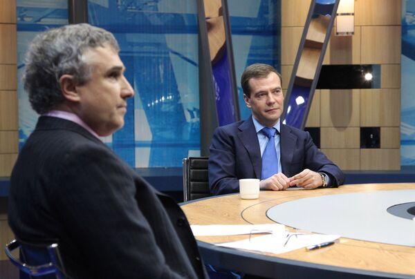 Дмитрий Медведев подвел итоги года в эфире ведущих телеканалов