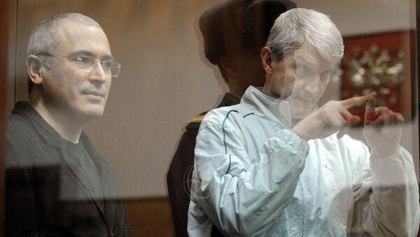 Экс-глава ЮКОСа Михаил Ходорковский и экс-глава МФО Менатеп Платон Лебедев (слева направо). Архив