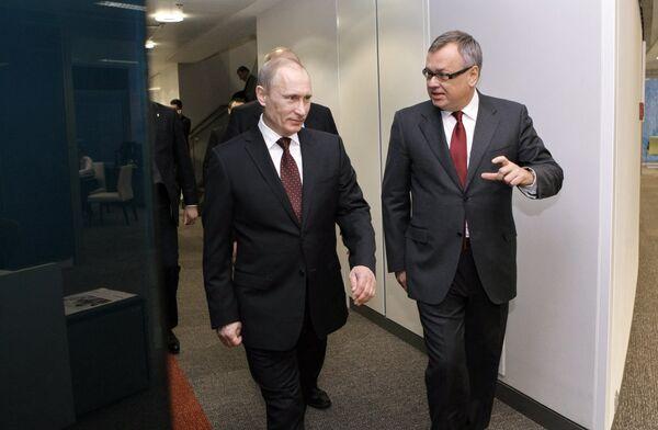 Премьер-министр РФ Владимир Путин посетил новый офис банка ВТБ