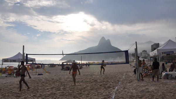На пляже Рио-де-Жанейро в январе