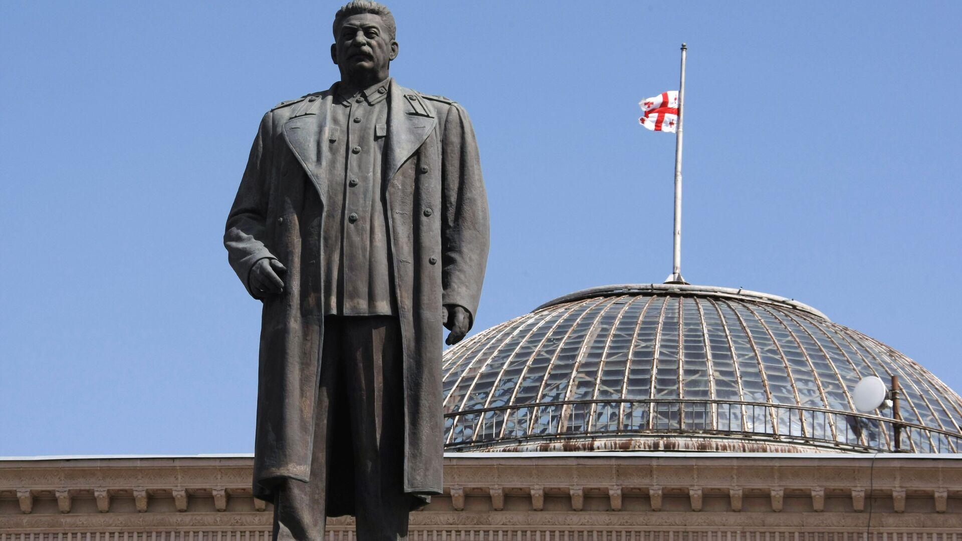 Памятник Иосифу Сталину на центральной площади города Гори - РИА Новости, 1920, 09.05.2021
