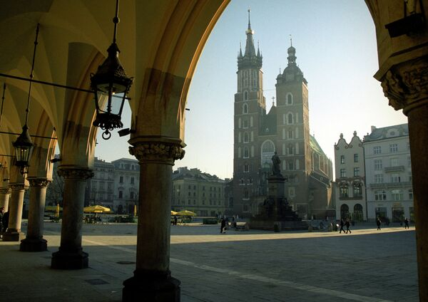 Церковь Успения Пресвятой Девы Марии (Мариацкий католический собор) и памятник Адаму Мицкевичу