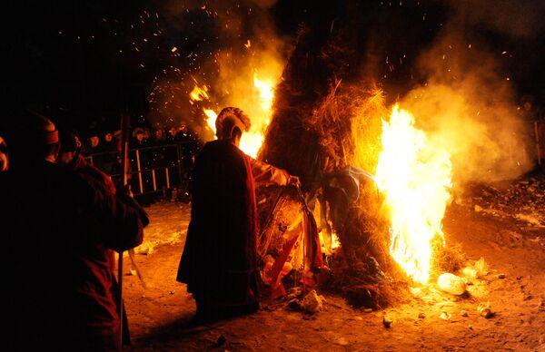 Буддисты отмечают праздник Дугжууба - особый обряд очищения в канун нового года