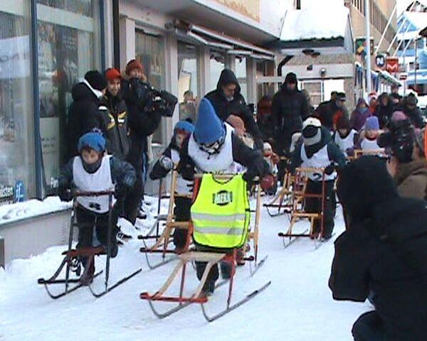 Улицы Киркенеса стали трассами для гонщиков на финских санках