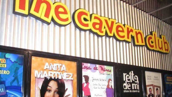 Вывеска бара The Cavern в Буэнос-Айресе