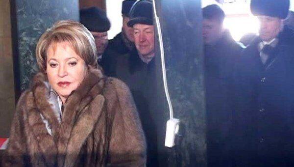 Матвиенко проверила работу металлодетекторов на вокзале в Петербурге