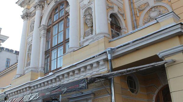 В театре в центре Москвы пострадали два человека из-за рухнувших декораций
