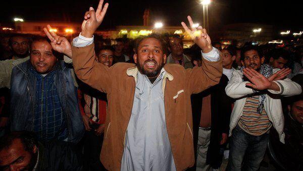 Жители Тобрук вышли на улицы после начала военных действий против сил ливийского лидера Муаммара Каддафи