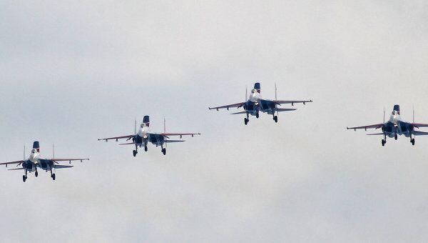 Тренировочные полеты пилотажных групп Русские Витязи и Стрижи