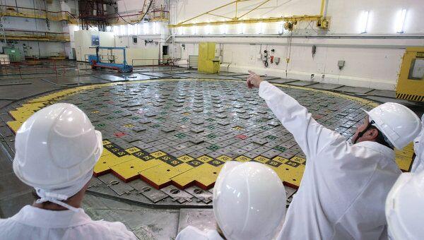 Сотрудники Ленинградской атомной станции в реакторный зале. Ленинградская АЭС расположена на берегу Финского залива в городе Сосновый Бор
