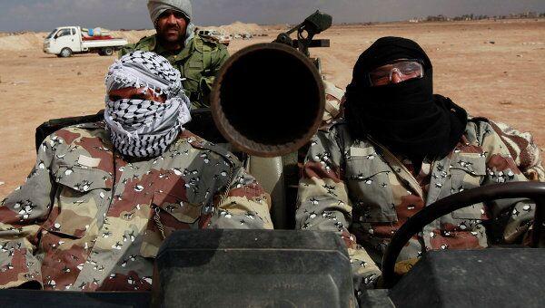 Ливийске повстанцы около города Адждабия