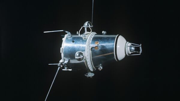 Первый советский искусственный спутник Луны - Луна-10
