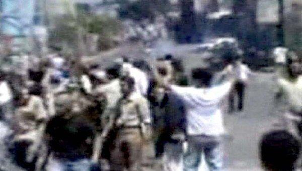 Противники президента  закидали полицию камнями в Йемене