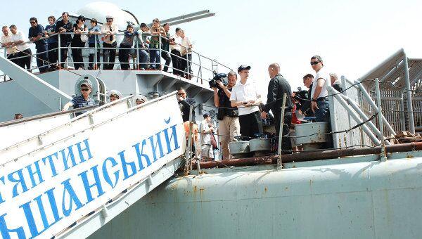 В Севастополь прибыл украинский корабль с эвакуированными из Ливии