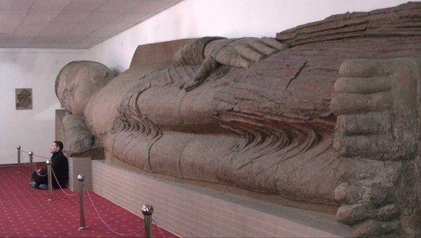 Самая большая в мире глиняная статуя Будды