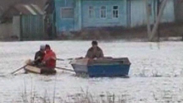 Весеннее половодье затопило дома и участки в селах Самарской области