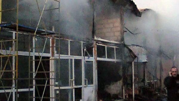 На рынке стройматериалов Владимирский тракт сгорели два ангара