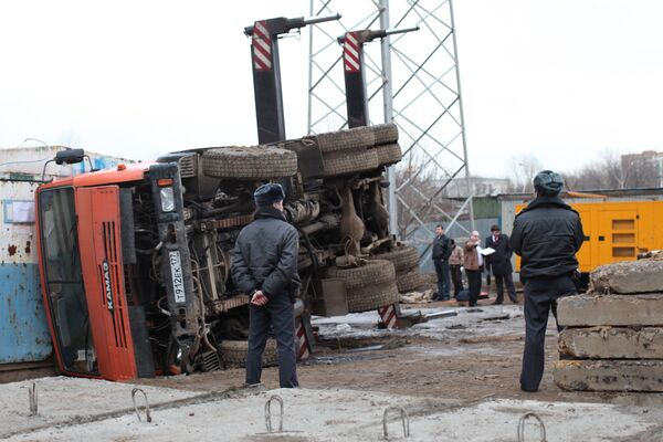 На месте аварии с подъемным краном, где погиб рабочий