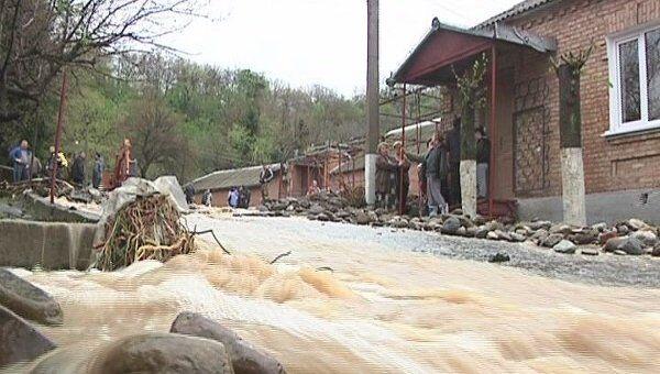 Подтопление домов из-за ливней во Владикавказе