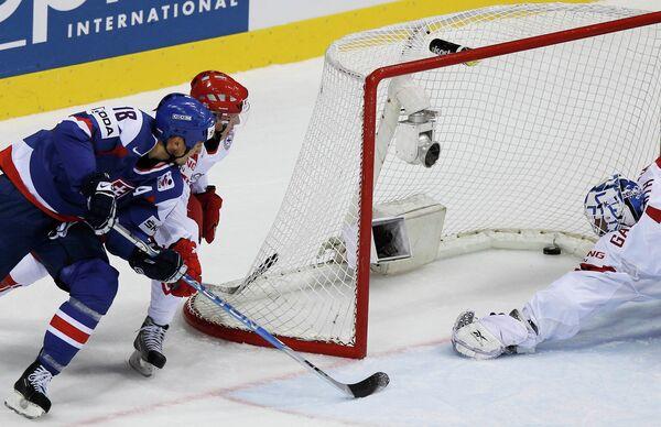 Игровой момент матча Словакия - Дания