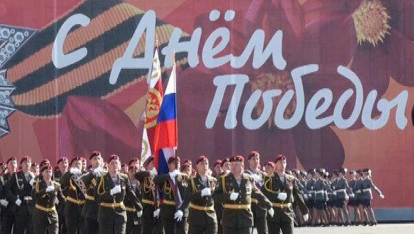 Более трех тысяч солдат прошли маршем по Дворцовой площади Петербурга